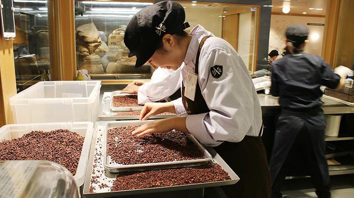 일본쇼콜라티에학교_일류초콜릿숍에서의 특별수업  (1).JPG